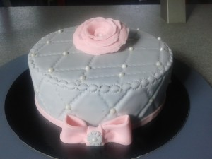 cake design gris rose