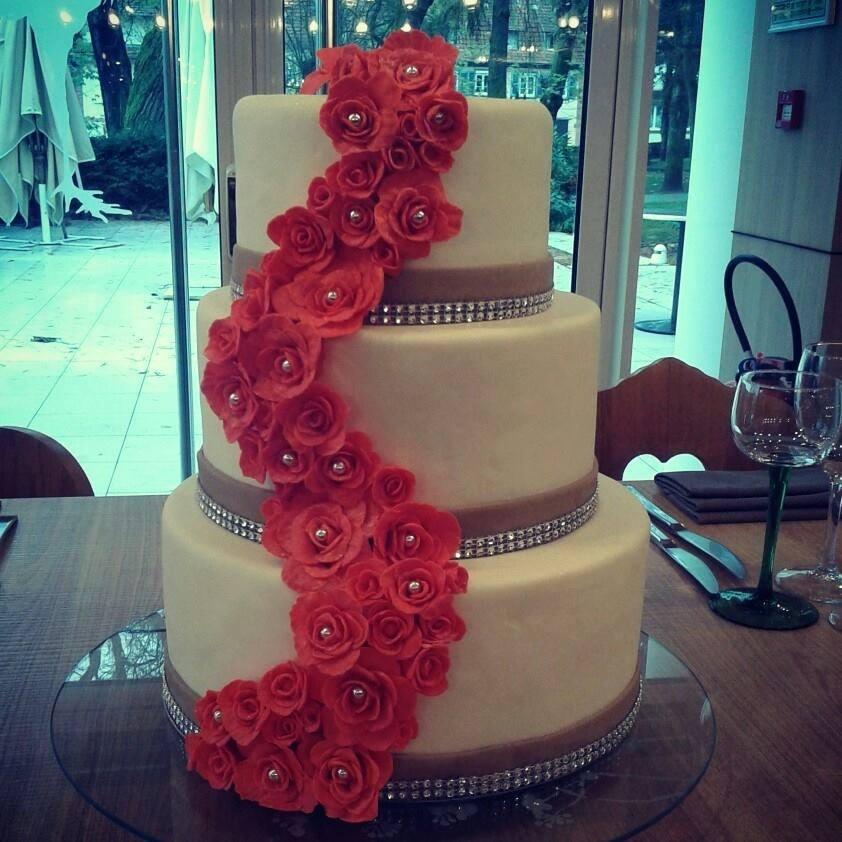 Wedding Cake Cascade Fleurs Chut Je Cuisine